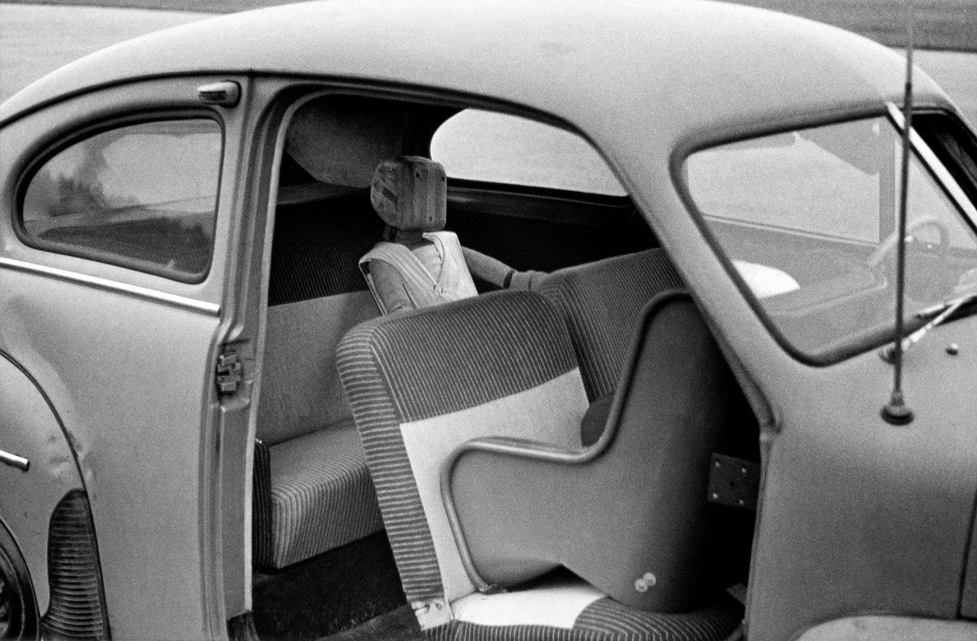 Rearward-facing child safety seat Volvo testing